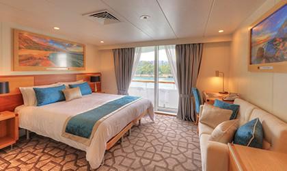 coral-discoverer-bridge-deck-balcony-stateroom