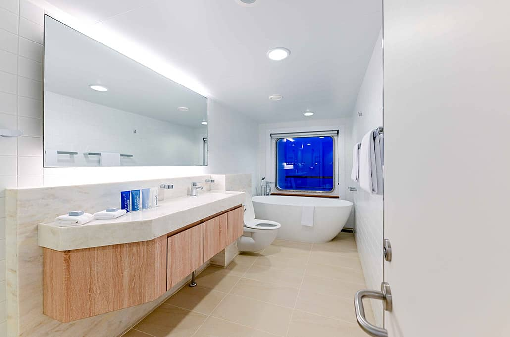 Bridge Deck Suite Bathroom